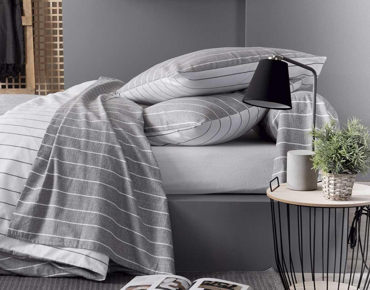 parure de draps 4 pi ces en flanelle gris homemaison vente en ligne draps. Black Bedroom Furniture Sets. Home Design Ideas