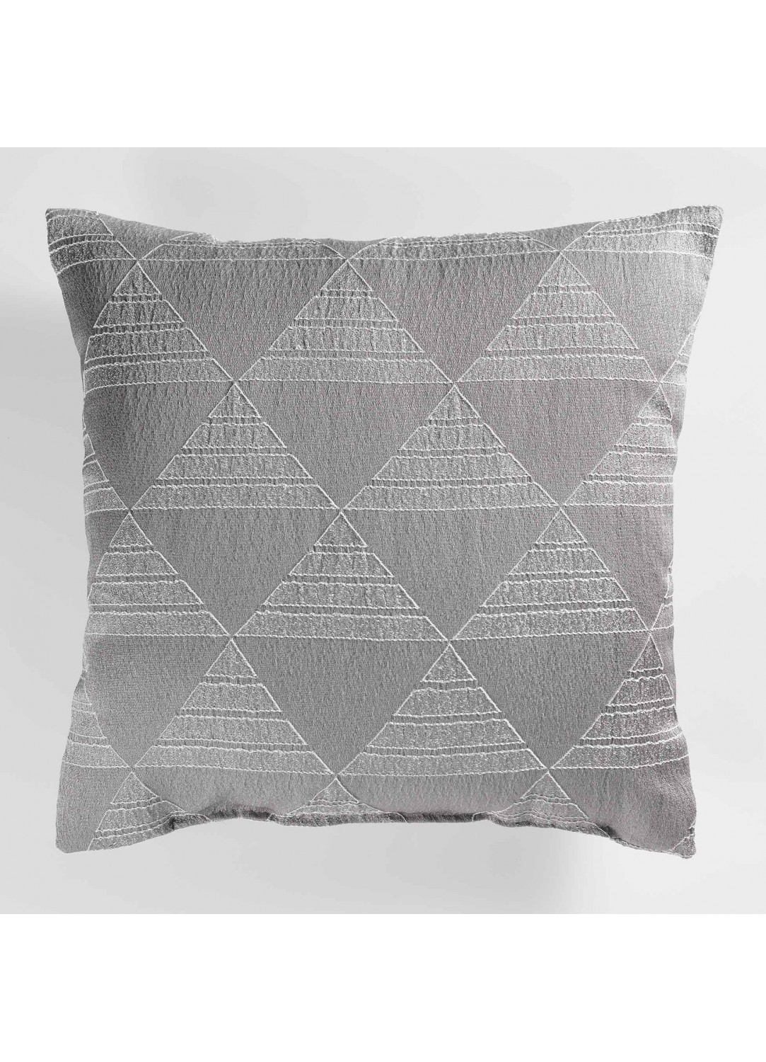 coussin avec motif graphique triangulaire gris blanc. Black Bedroom Furniture Sets. Home Design Ideas