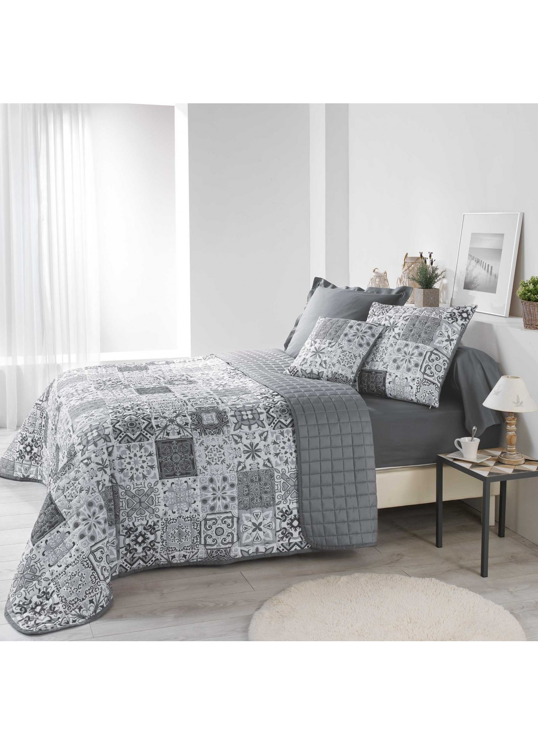 couvre lit imprim azulejos gris homemaison vente en ligne couverture boutis. Black Bedroom Furniture Sets. Home Design Ideas