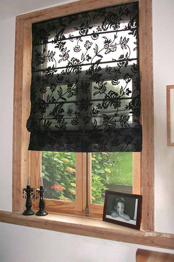 store bateau avec fleurs floqu es noir homemaison vente en ligne stores bateaux. Black Bedroom Furniture Sets. Home Design Ideas