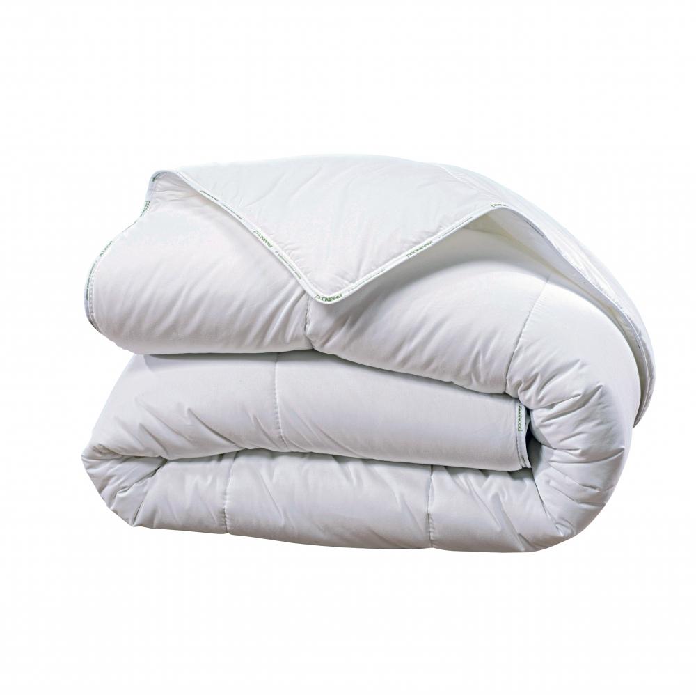 couette synth tique de 400 g blanc homemaison vente. Black Bedroom Furniture Sets. Home Design Ideas