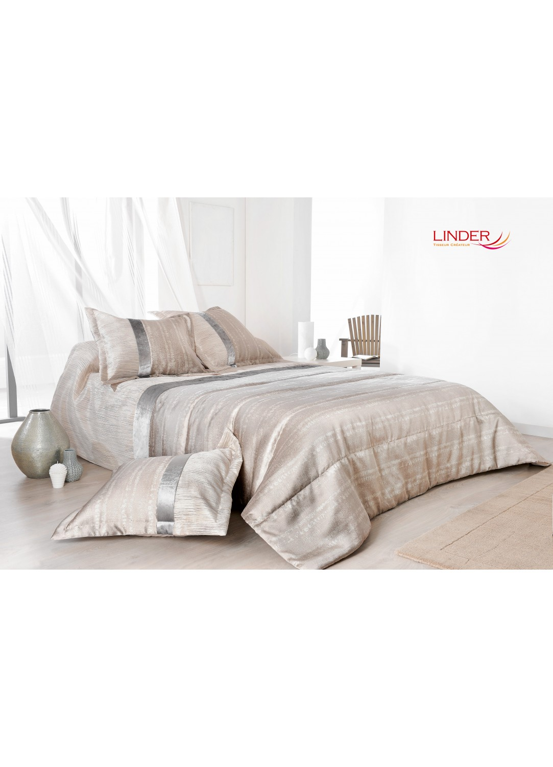 jet de lit ouatin iris avec taie d oreiller brun beige iris et gris perle homemaison. Black Bedroom Furniture Sets. Home Design Ideas