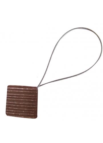 Embrasse aimantée avec un cable
