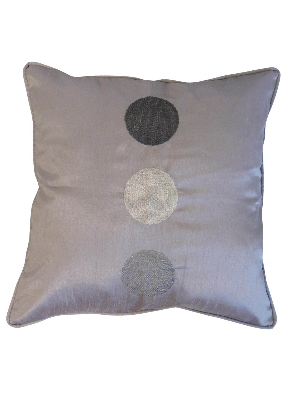 coussin shantung brod gros pois prune homemaison vente en ligne coussins standards. Black Bedroom Furniture Sets. Home Design Ideas
