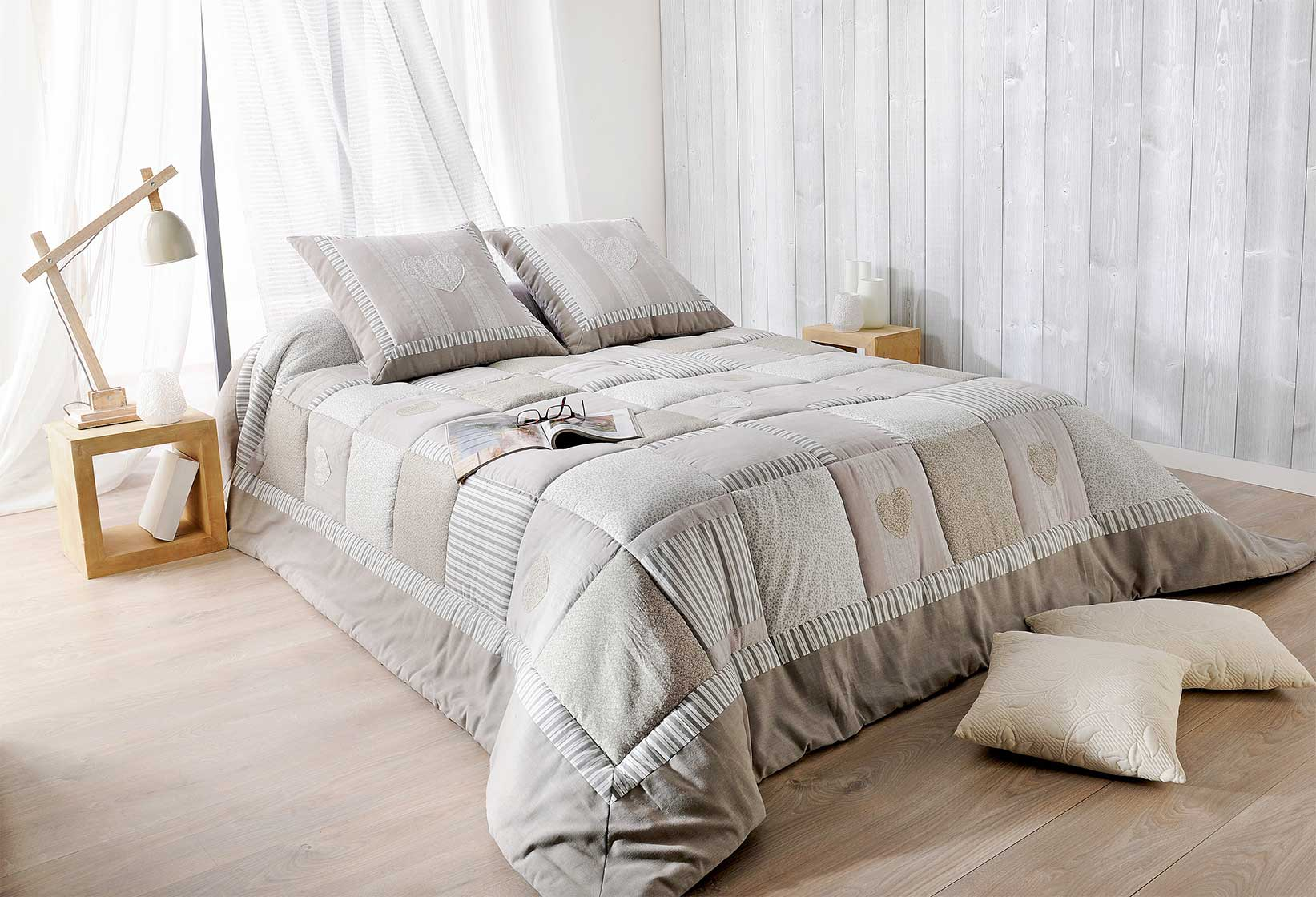 jet de lit ouatin gris et beige avec taie d oreiller gris et beige homemaison vente en. Black Bedroom Furniture Sets. Home Design Ideas