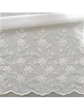Tissu en étamine lègère brodée et festonnée