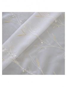 Tissu en étamine brodée avec bas festonné