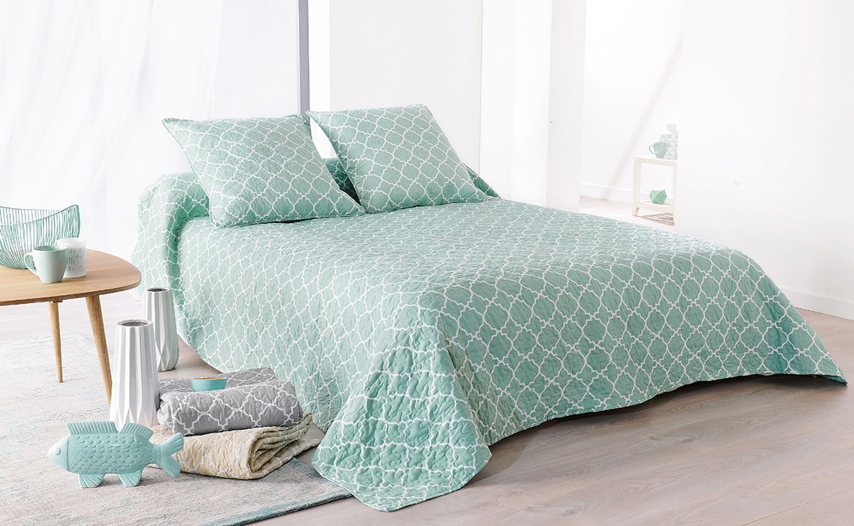 Jeté de lit Boutis Mosaïque bleu + 2 taies d'oreiller (bleu pastel et blanc)