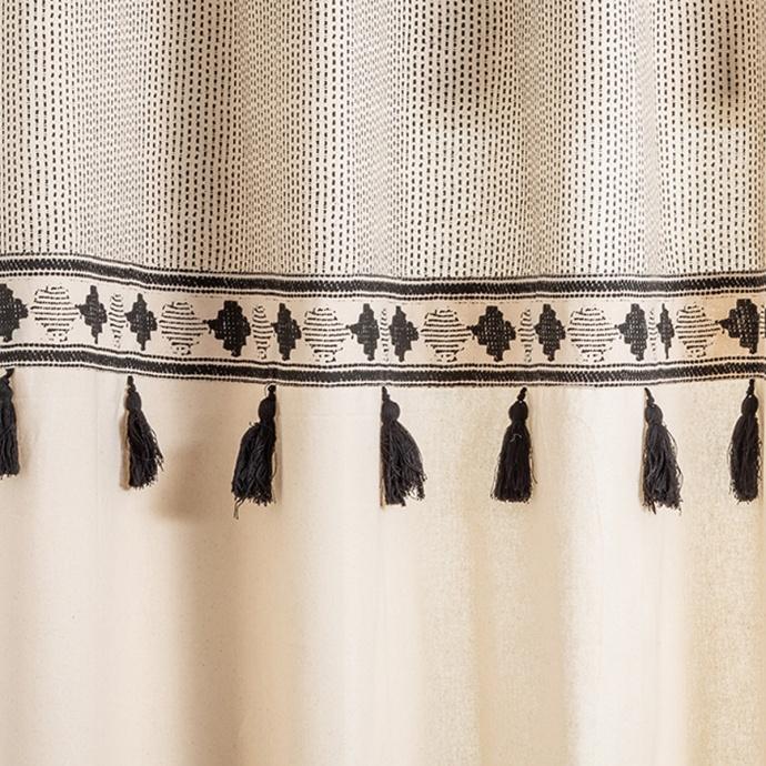 Rideau ethnique à pompons noirs (Ecru / Noir)