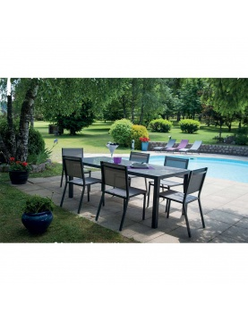 Salon de jardin avec chaises