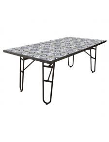 Table rectangulaire en petits carreaux de ciment