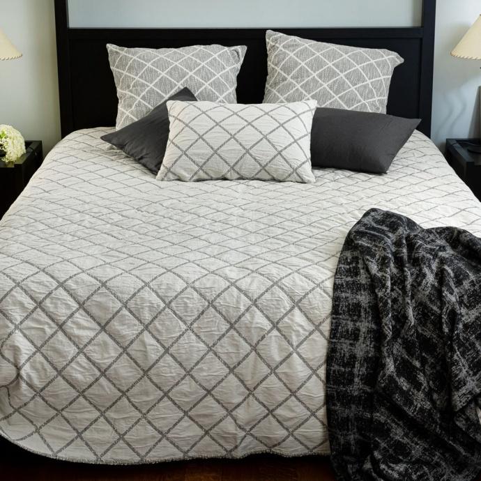 Dessus de lit réversible motif losange (Noir et Ecru)