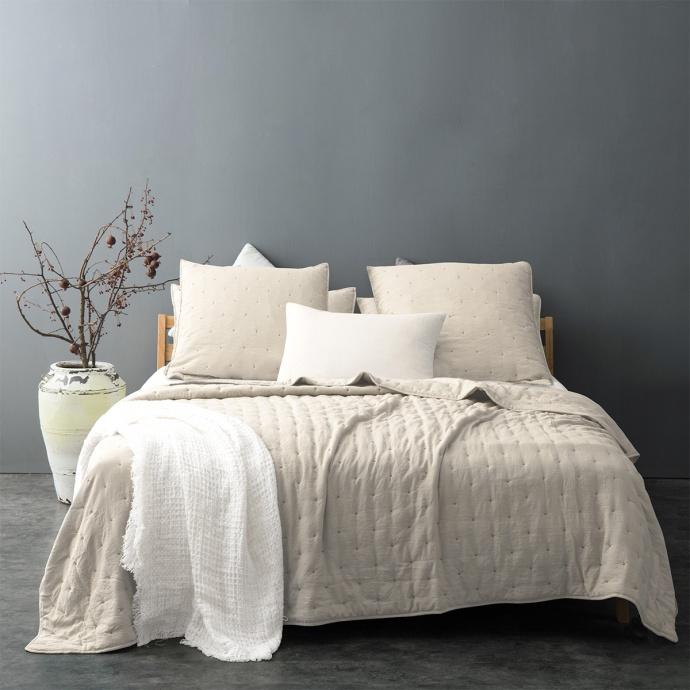 Couvre lit matelassé et moelleux (Gris clair)