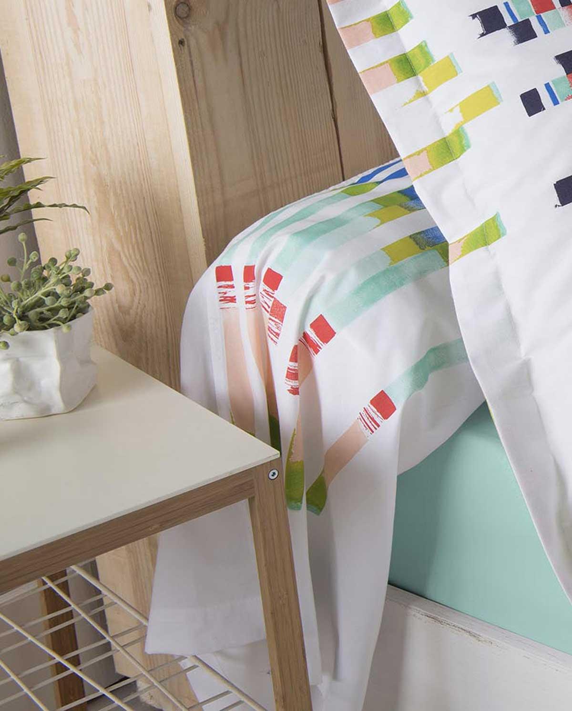 taie de traversin aux rayures color es et dynamiques multico homemaison vente en ligne. Black Bedroom Furniture Sets. Home Design Ideas