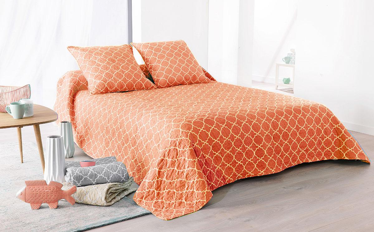 jet de lit boutis mosa que bleu 2 taies d oreiller orange bleu pastel et blanc beige. Black Bedroom Furniture Sets. Home Design Ideas