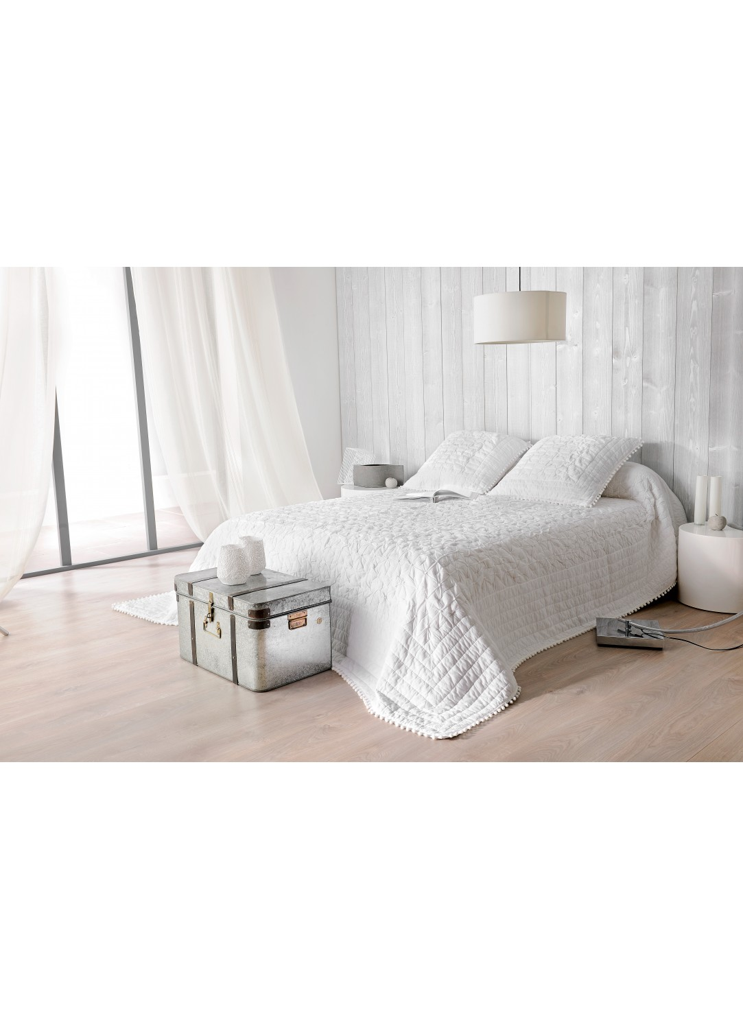 jete de lit emmanuelle 240 x 260 cm avec taies d oreiller assorties blanc homemaison. Black Bedroom Furniture Sets. Home Design Ideas