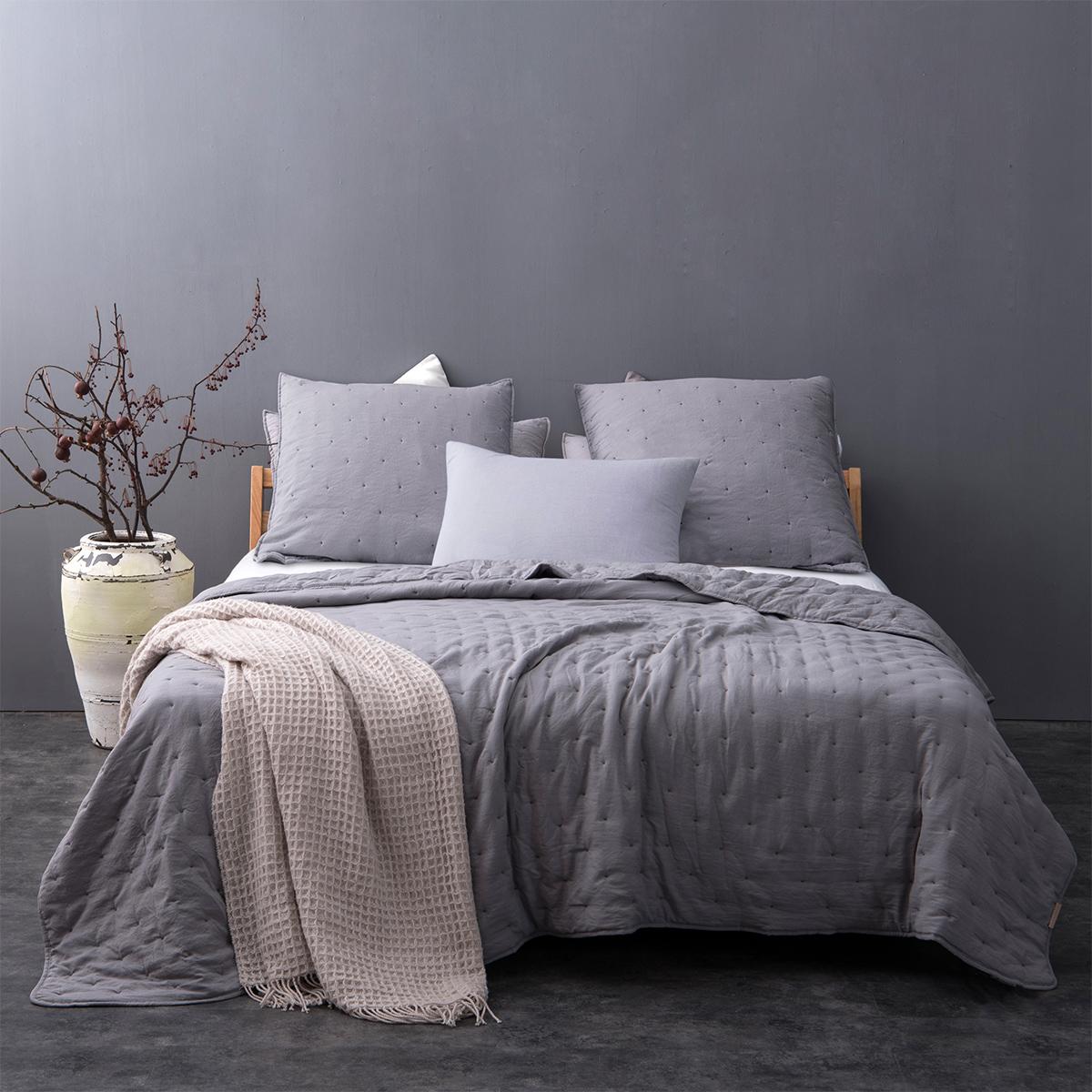 Couvre lit matelassé et moelleux - Gris clair - 180 x 240 cm