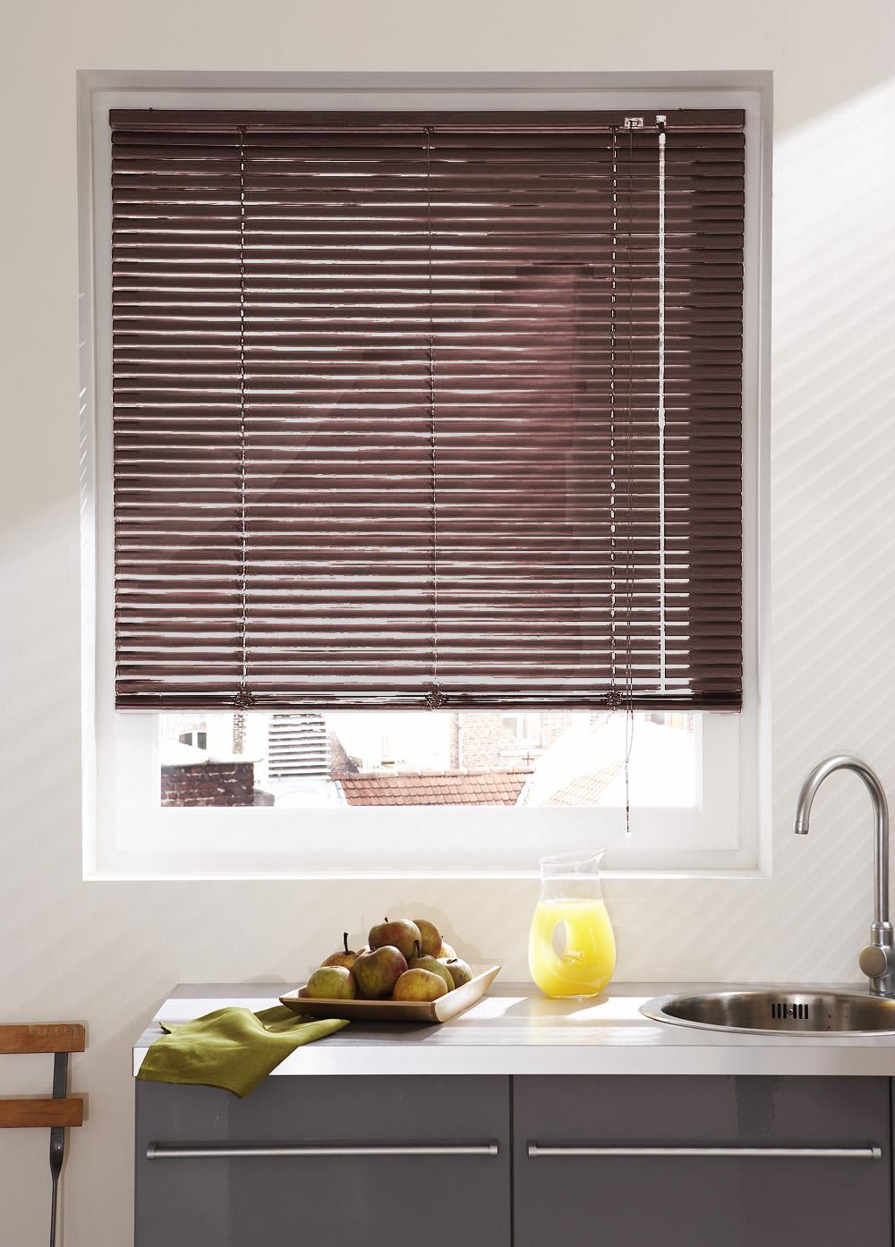 store v nitien en lames de 25 mm en aluminium noir. Black Bedroom Furniture Sets. Home Design Ideas