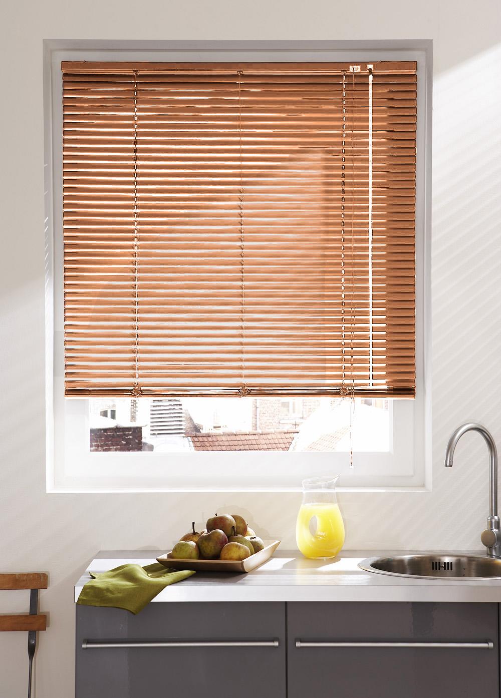 store v nitien en lames de 25 mm en aluminium bois saumon vert clair gris clair. Black Bedroom Furniture Sets. Home Design Ideas